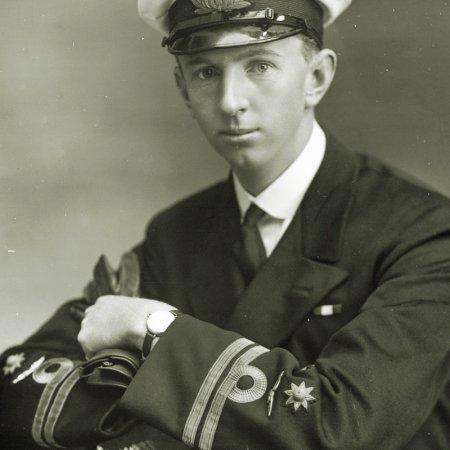 010 LM Naval Officer