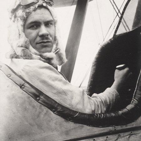 014 German Pilot In Captured BE