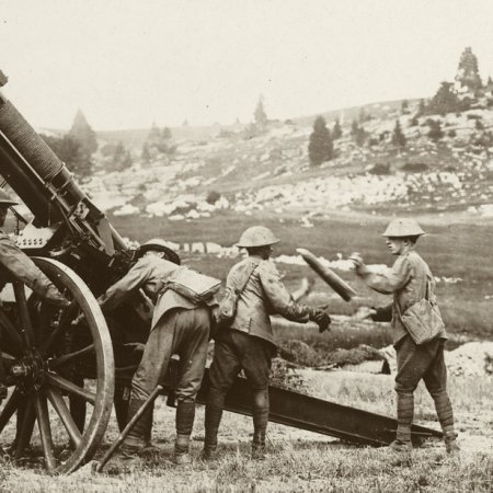045 Troops With Anti Aircraft Gun